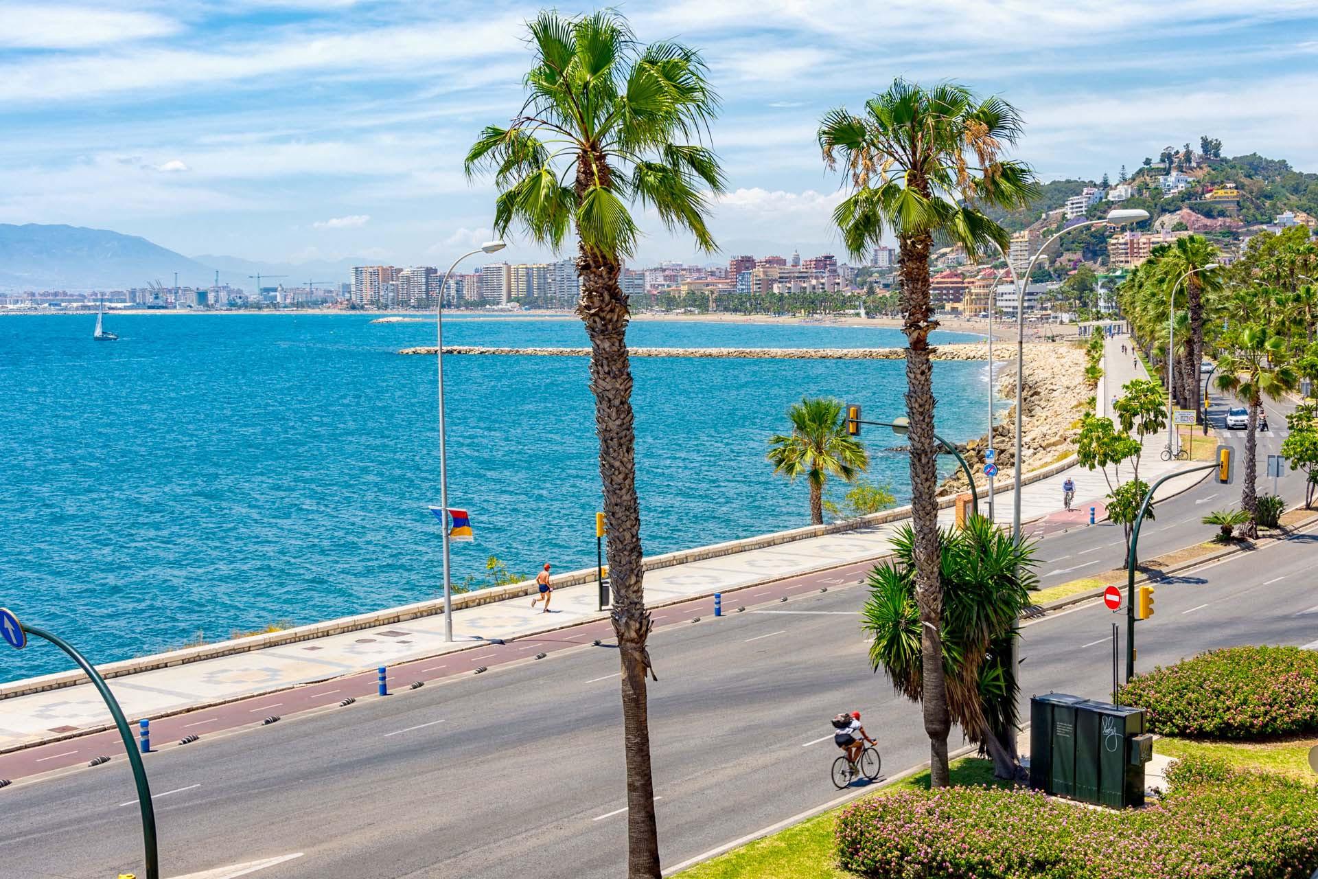 Charmerende ferielejlighed med fælles pool og havudsigt i Malaga